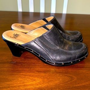 SZ 7 Sofft leather slip ons